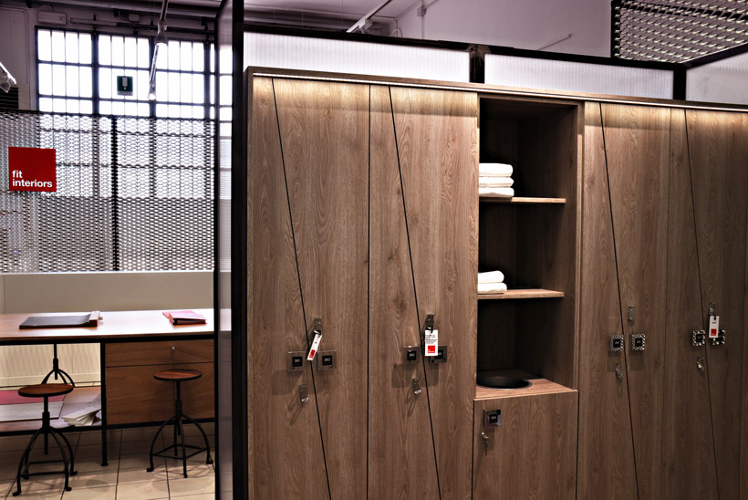 Showroom Fit Interiors, armadi spogliatoio, reception, box docce